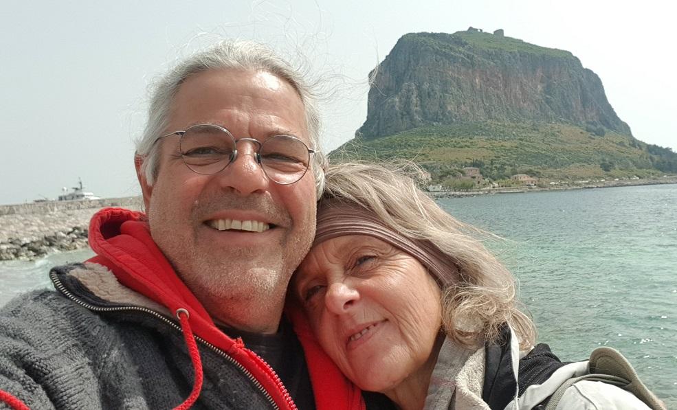 in Gefira mit Blick auf den Felsen Monemvasia