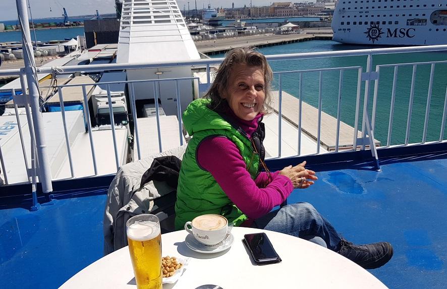 wie gewohnt Kaffee und Bir auf der Superfast bei der Abfahrt in Bari IT