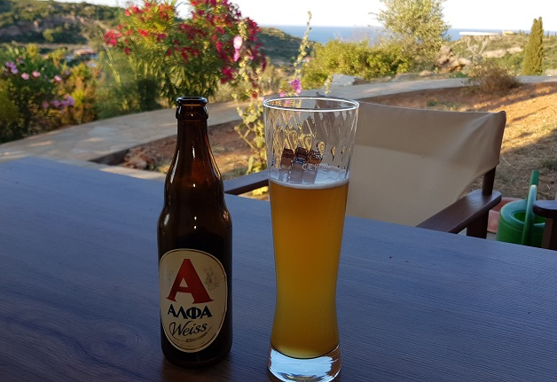 """""""Alfa Weiss"""" zum ersten mal haben wir ein super gutes griechisches Weizenbier im Haus, hat sogar den worl avard in gold erhalten"""