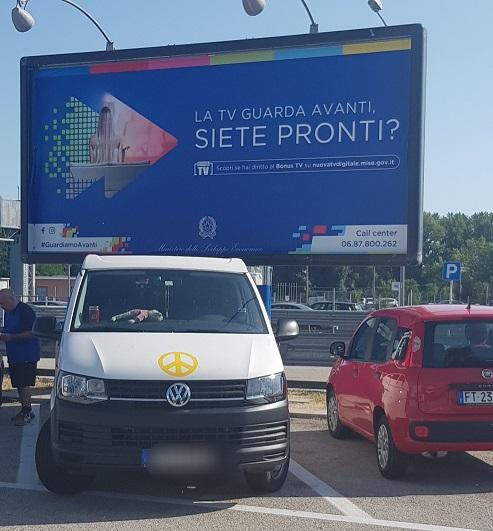 am Morgen an meinem Schlafplatz (Kurz danach war die Autobahn wegen Baustelle gesperrt) auf der Raststätte weit hinter Ancona IT.