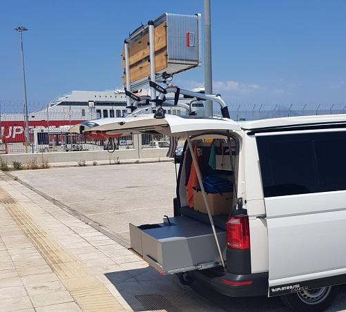 auf die Sekunde genaue Ankunft im Hafen Patra. Nach dem Corona Test fahre ich auf unseren gewohnten Parkplatz um ---