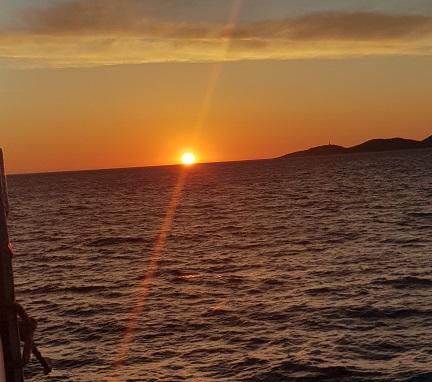 Der letzte Sonnenuntergang bei der Fahrt von Patra nach Bari