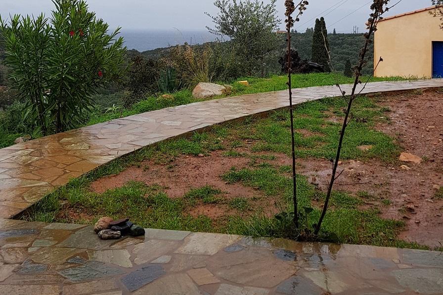 der dritte Regen seit der Sommersaison
